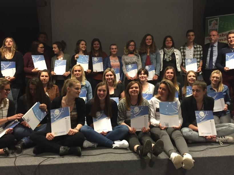Jeunes_diplomes