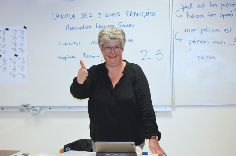 Professeur langue des signes